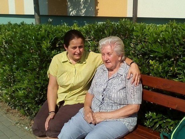 Paní Straňáková s asistující sestřičkou