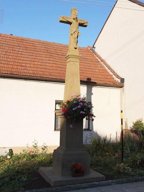 Kříž v tupeských Souhradech se dočkal omlazení.