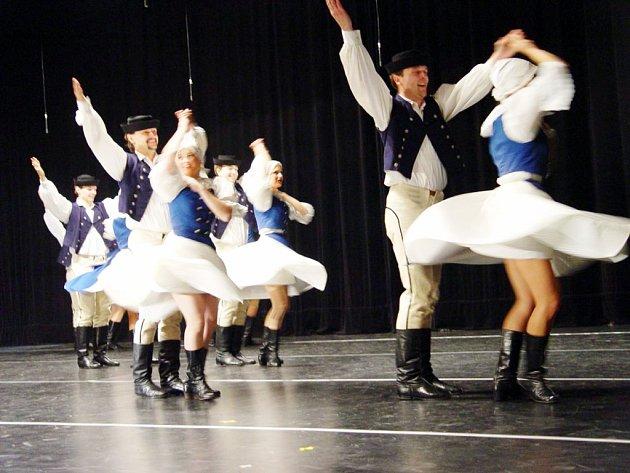 Technicky náročné tance z Myjavy v nastudování Kunovjanu.