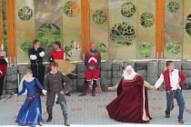 V Amfíku Bukovina v Popovicích se o víkendu sešli historické skupiny a řemeslníci.