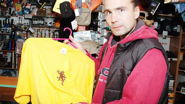 Firma Marka Zavřela  se zabývá vytvářením log a obrázků na trička, bundy a další výrobky.