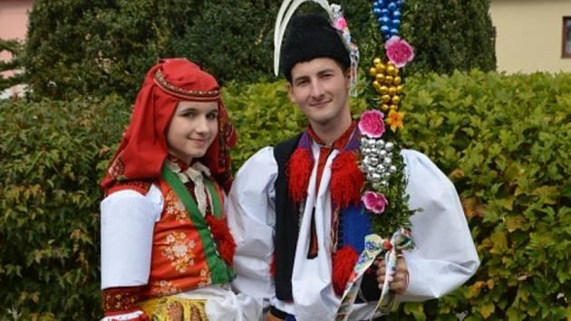 Soutěžní pár číslo 3 - Alžběta Lyková a Aleš Viktora, mladší stárci na hodech v Popovicích 1.–2. října