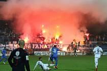 Většinu zápasu používali pyrotechniku fanoušci Baníku, v závěru se k nim přidali i ti domácí a zápas musel být na pár minut kvůli mlze přerušen.