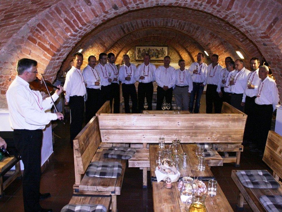 Veřejná zkouška sboru z Derfle v Galerii slováckých vín.