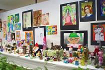 23. ročník Vánoční výstavy v přízemí i prvním patře Základní školy a Základní umělecké školy v Dolním Němčí nabídl bohatý program.