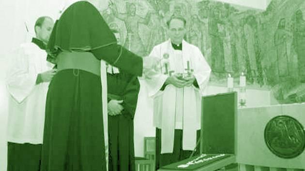 Insignie posvěcené olomouckým arcibiskupem bude hejtman nosit při zvláštních příležitostech.