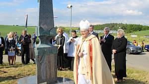 Instalace a odhalení obelisku u Tupes k připomínce návštěvy papeže Jana Pavla II