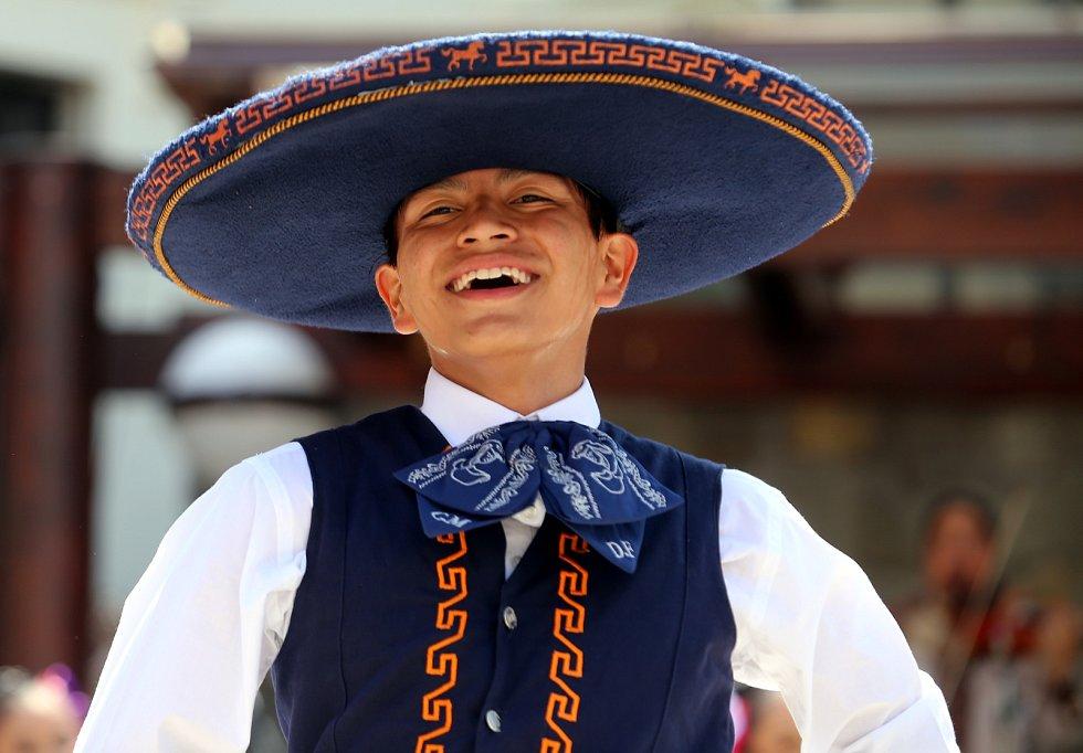 Vystoupení mezinárodních folklórních souborů v  muzeu J. A. Komenského  v Uherském Brodě.Na snímku  Compaňia Mexicana de  Danza folklorica de la Cindar de Mexica