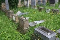 Vandalové řádili na hřbitově