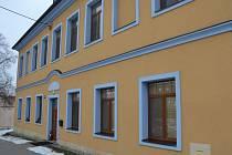 Azylový dům Petrklíč ve Véskách poskytuje přístřeší sedmi matkám s dětmi.