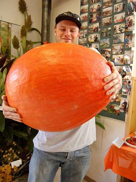 Dýně Josefa Daňka byla na výstavě nejobjemnější plodinou, kterou tam kdo přinesl.