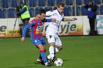 1. FC Slovácko - Viktoria Plzeň. Lukáš Kubáň a Milan Petržela (zprava).