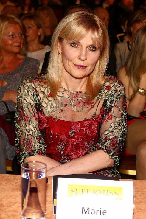 Marie Zelená navrhla šaty finalistkám Supermiss.