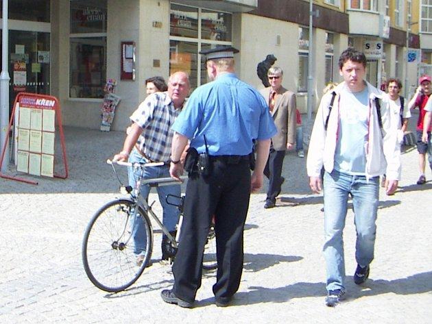 Kontroly cyklistů v Uherském Hradišti se budou opakovat. Důvodem je jejich alarmující nekázeň.