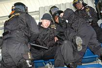 Policejní cvičení na stadionu 1. FC Slovácko v Uherském Hradišti.