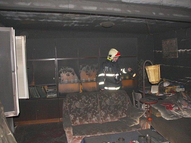 Noční požár rodinného domu v obci Osvětimany.