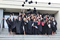 Prvních více než třicet inženýrů slavnostně ukončilo své studium na Fakultě logistiky a krizového řízení Univerzity Tomáše Bati