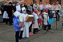 Ani mrazivý vítr neodradil v neděli veřejnost od návštěvy vánočního jarmarku skulturním programem vHuštěnovicích.