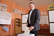 Krátce po otevření volebních místností ve Zlíně, odvolil ředitel MP Zlín Milan Kladníček.