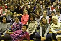 Žáci i kantoři ze Základní školy UNESCO v Uherském Hradišti v pondělí 15. února přivítali jedenáct zahraničních studentů z celého světa.