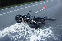 Záchranářský vrtulník musel přiletět pro motorkáře, zraněného po střetu s nákladním automobilem ve středu 31. srpna krátce po 18. hodině na hlavním silničním tahu I/50 z Uherského Hradiště směrem na Brno.