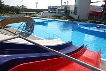Uzavřený venkovní bazén Aqua centra v Uherském Hradišti.