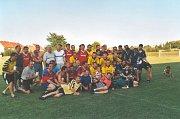 FOTBALISTÉ. Jeden z fotbalových turnajů v Dolním Němčí v 90. letech minulého století. Fotbal je v Dolním Němčí fenomén už od roku 1933.