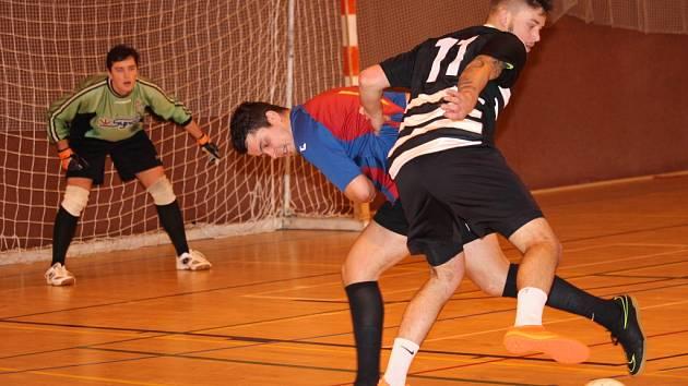 Futsalová Superfrankie liga: FC Efekt (v černobílém) – 4Fun_Team 1:2.