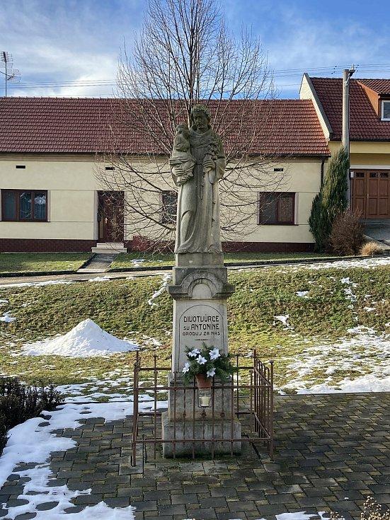 Část Hradčovic, Lhotka, v zimě.
