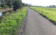 Bruslař si stěžuje, že na cyklostezce u Huštěnovic jsou kamínky.