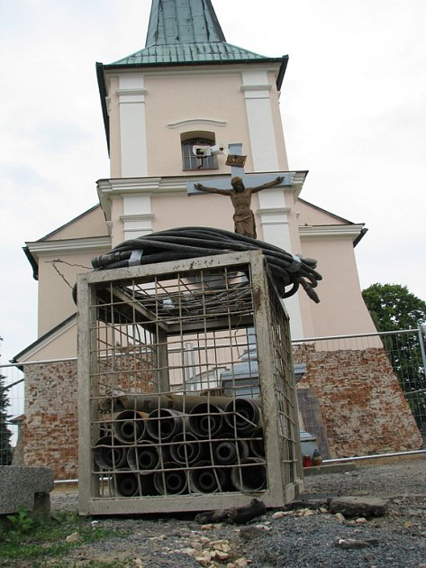 Rekonstrukce historicky cenného kostela v Uherském Hradišti-Mařaticích je v plném proudu.