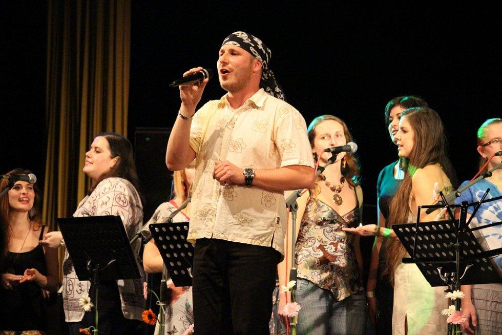 Studentský sbor Svatý Pluk v sobotu 7. listopadu oslavil v Klubu kultury v Uherském Hradišti 20 let svého fungování.