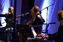 Jedna z předních českých zpěvaček vystoupila se smyčcovým doprovodem v Popovicích.