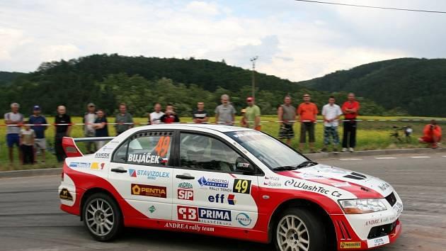 Martin Bujáček se s novým Mitsubishi Evo 7 sžíval jen chvíli.
