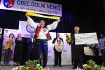 Na pódiu Klubu kultury v Dolním Němčí předávali vítězná ocenění celorepublikového finále soutěže Vesnice roku 2018