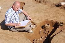 Další hrob vampýra nebo také revenanta (navrátilého – pozn. red.) odkryl ve čtvrtek ve Starém Městě tým archeologa Luďka Galušky (na snímku) z Moravského zemského muzea v Brně.