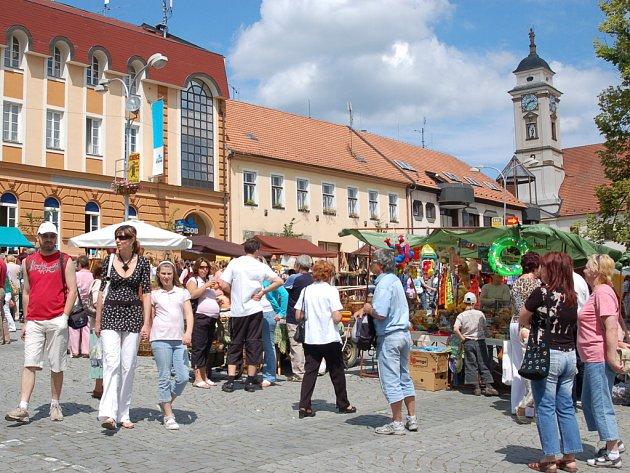 Víkendové oslavy v Uherském Brodě představily holandské folklorní soubory či prodejce ze země světově proslulých sýrů a tulipánů.