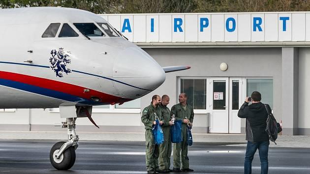 Na kunovickém letišti přistál vládní speciál Jak-40, který se má stát dalším skvostným exponátem v tamním leteckém muzeu.