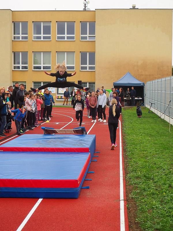 otevření zrekonstruovaného hřiště kunovické Základní školy U Pálenice. Slavnostní zahájení jeho provozu se uskutečnilo ve středu 6. října 2021.