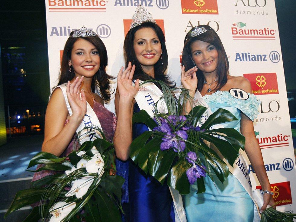 Miss ČR Eliška Bučková (uprostřed) ve společnosti 1. a 2. vicemiss.
