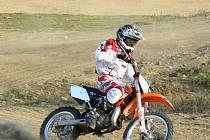 Petr Kolaja se s novu motorkou rychle sžil, starším soupeřům by měl šlapat na paty.
