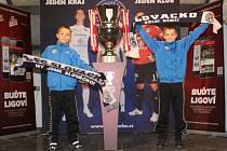 Při nedělním utkání 15. kola Gambrinus ligy mezi 1. FC Slovácko a Slavií Praha si fanoušci měli možnost v rámci akce Trophy tour prohlédnout pohár určený pro vítěze Gambrinus ligy.