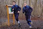 Fotbalisté 1. FC Slovácko zahájili přípravu na jarní část Gambrinus ligy. Na úvod je čekal výběh v Kunovském lese. Na snímku zleva Marián Kovář (dorostenec, který absolvoval první trénink s A-týmem) a Jiří Perůtka.