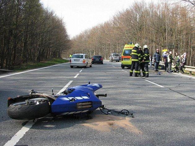 Pomoc hasičů po těžké nehodě s motorkářem v buchlovských horách