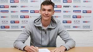Dvacetiletý fotbalový brankář Matěj Kovář odešel ze Slovácka do Manchesteru United.