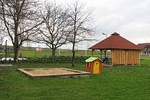 Dřevěné prvky v sušickém sportovním areálu se dočkají omlazení.