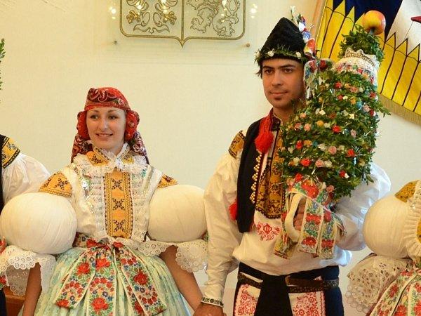 Soutěžní pár číslo 40 - Pavel Dovrtěl a Lucie Tymrová, starší stárci ve Starém Městě.