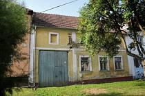 Přes dva miliony korun mají vyjít opravy lidového domu v centru Šumicích, který obec chce využívat pro veřejné a kulturní akce.