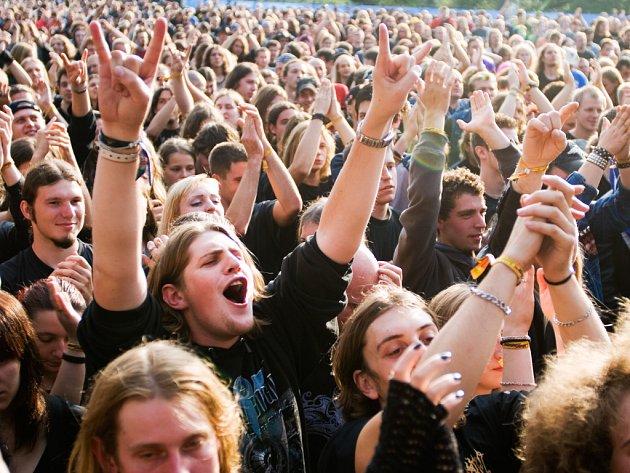 Počet fanoušků odhadovali organizátoři už před začátkem festivalu na 25 tisíc.