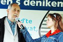 Starosta Nivnice Jiří Bršlica (vlevo) v rozhovoru s moderátorkou Petrou Kučerovou.